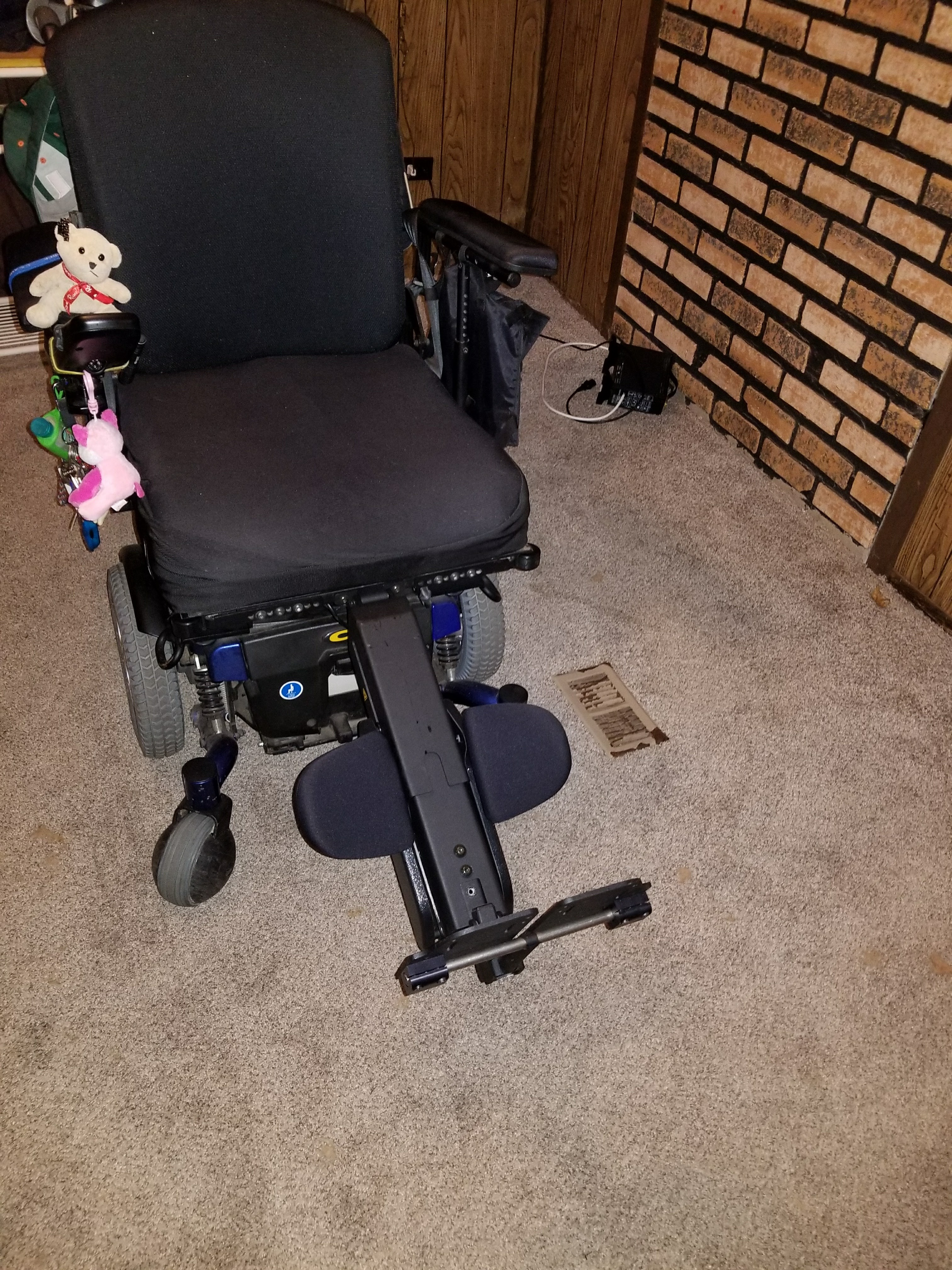 detailing 9eb7b 934c7 Quantum 6000HD power electric wheelchair - Buy   Sell Used Electric  Wheelchairs, Mobility Scooters   More!