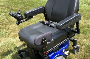 "Pride Mobility ""Quantum J6"" power wheelchair with 5"" lift seat – Slightly used and like NEW"